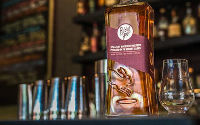 https://thewineandspiritscellar.com/wp-content/uploads/2020/11/Dareringer-Straight-Bourbon-Whiskey-640x400.jpg