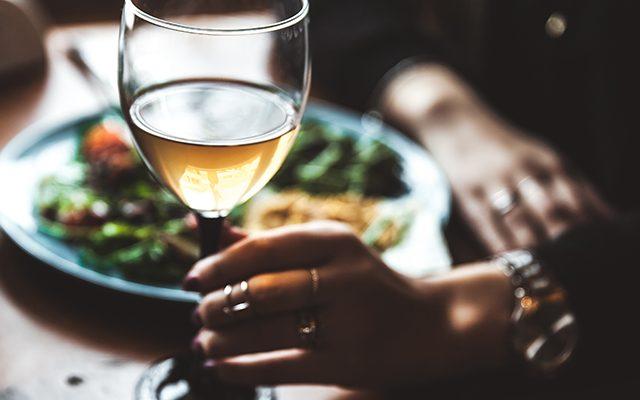 https://thewineandspiritscellar.com/wp-content/uploads/2021/07/Tips-on-Wine-Pairing-640x400.jpg